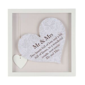 Sentiment Heart Frame - Mr & Mrs